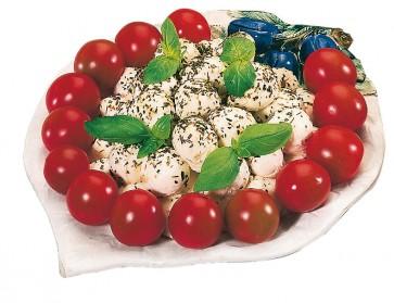 Eingelegte Mozzarellakugeln