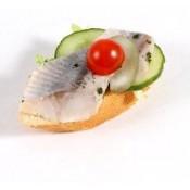 mit mild-zartem Matjesfilet auf Gurke (PSv)